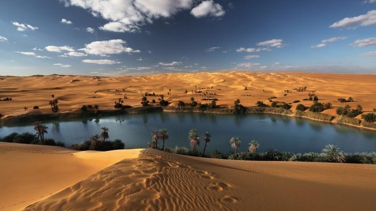 Beautiful-Oasis-Desert-Lake-Wallpapers